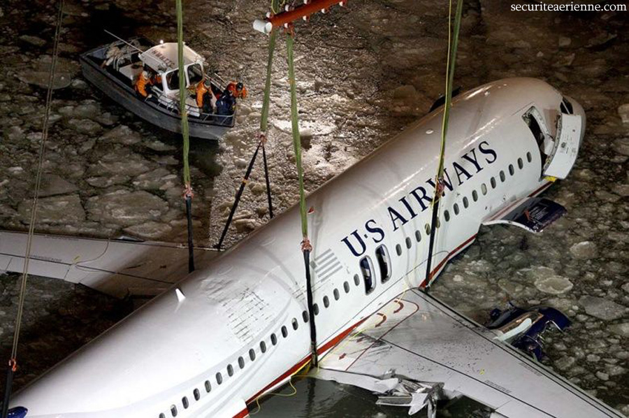 Crash Airbus US Air - New York - N106US - Operation de grutage