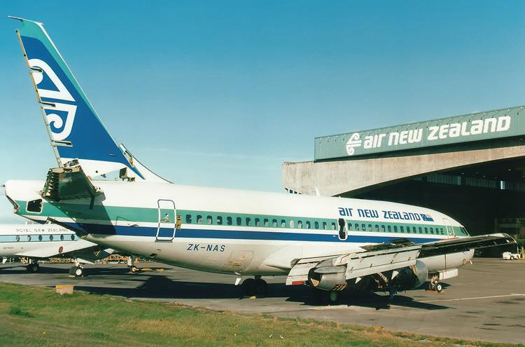 Itek Air - Boeing 737-200